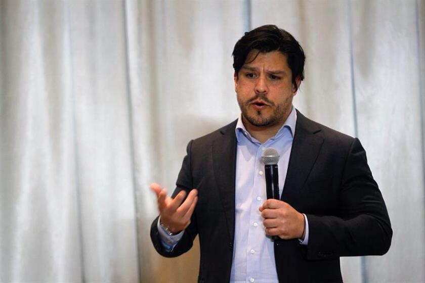 El responsable de la División de Mercados Laborales y Seguridad Social del Banco Interamericano de Desarrollo (BID), Rafael Novella, habla hoy, durante una rueda de prensa en Ciudad de México (México). EFE