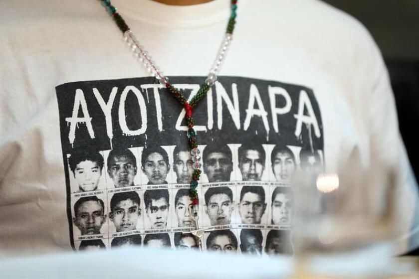 La impunidad, la revictimización y el impacto traumático, junto a la pérdida de la función protectora del Estado, son algunos de los efectos negativos que han padecido los familiares y víctimas del caso Ayotzinapa, reveló hoy un informe. EFE/ARCHIVO