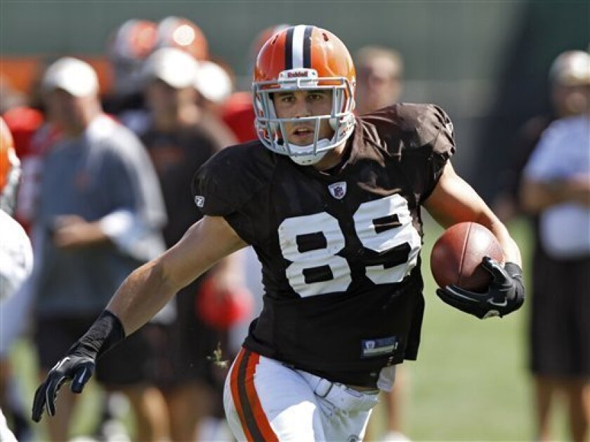 Cleveland Browns tight end Evan Moore runs with a catch during practice at the NFL football team's training camp in Berea, Ohio, Monday, Aug. 29, 2011. (AP Photo/Mark Duncan)
