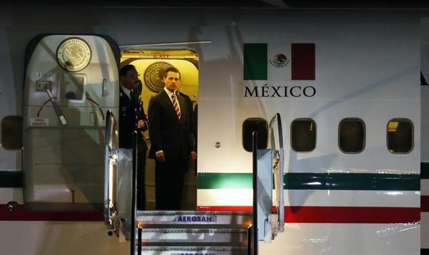 En la imagen, el presidente de México, Enrique Peña Nieto (c). EFE/Archivo
