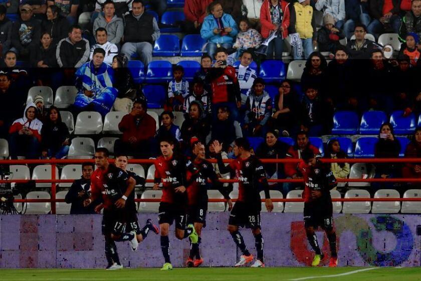 El defensa colombiano Leyton Jiménez dijo hoy que su equipo el Atlas debe recuperar en el nuevo torneo del fútbol mexicano los puntos y las metas que no pudo alcanzar en el reciente Apertura 2016. EFE/ARCHIVO