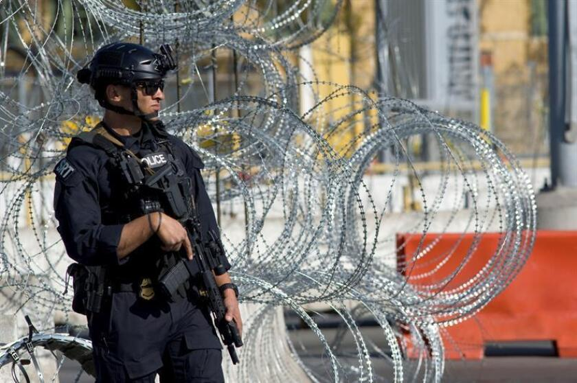 Agentes de Aduanas y Protección Fronteriza de los Estados Unidos participan en un simulacro de cierre del paso fronterizo de San Ysidro hoy, en San Diego, California (EE.UU.). EFE