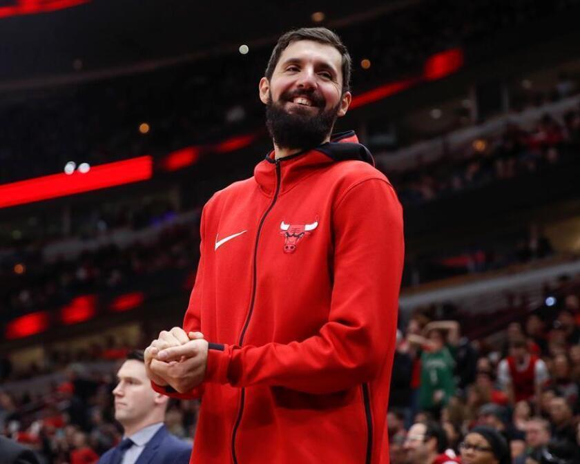 Nikola Mirotic de 26 años y con cuatro temporadas en la NBA, deja los Bulls con los mejores promedios como profesional al tener 16,8 puntos y 6,4 rebotes.. EFE/Archivo