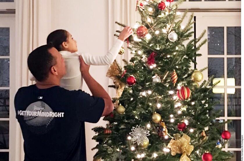 Jennifer Lopez compartió en redes sociales cómo es que ella y su familia se preparan para las fiestas decembrinas.