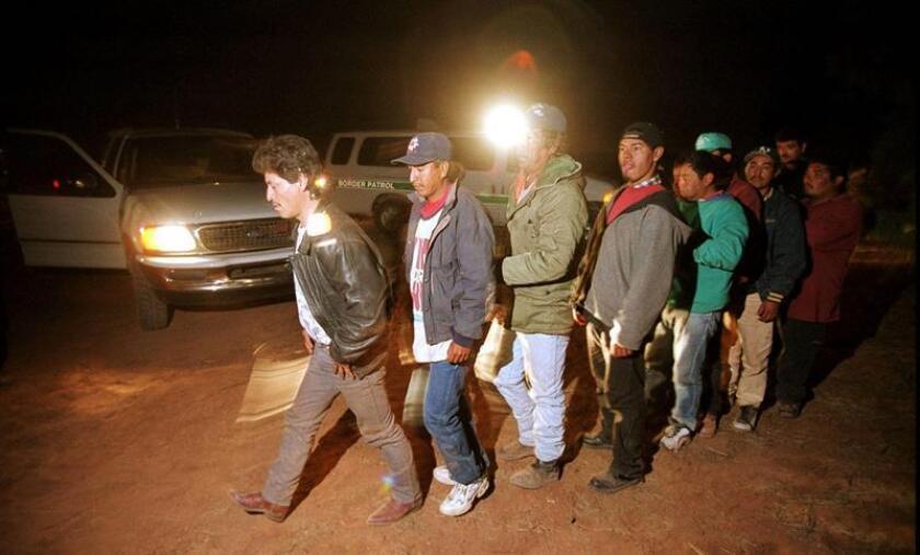 Tras cumplirse un año de la implementación del programa Control de la Frontera de Arizona (ABC), el Gobierno federal aseguró haber cumplido con su propósito de frenar la inmigración ilegal, mientras que críticos del multimillonario operativo lo califican como un fracaso, el 16 de marzo de 2005. EFE/Archivo