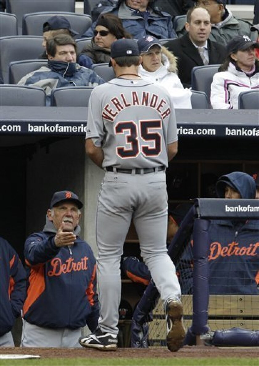 Detroit Tigers manager Jim Leyland, left, greets Tigers starting pitcher Justin Verlander at the dugout steps after the sxith inning in their opening day baseball game against the New York Yankees at Yankee Stadium on Thursday, March 31, 2011 in New York. (AP Photo/Kathy Willens)