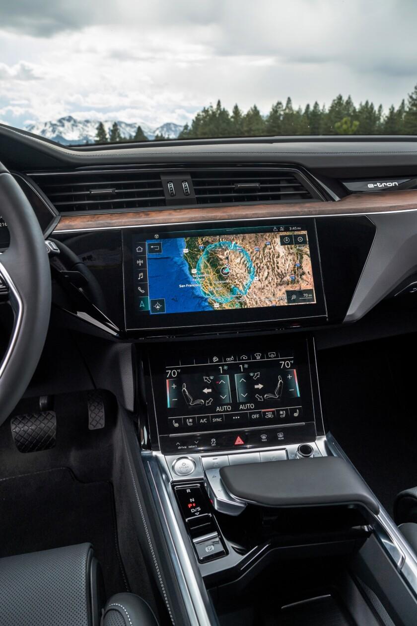Audi-e-tron-CenterStack.jpg