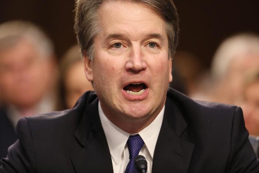 Los republicanos han elegido a una fiscal de crímenes sexuales para interrogar este jueves en el Senado al juez candidato al Tribunal Supremo, Brett Kavanaugh (imagen), y a su presunta víctima Christine Blasey Ford, informó hoy el The Washington Post. EFE/ARCHIVO