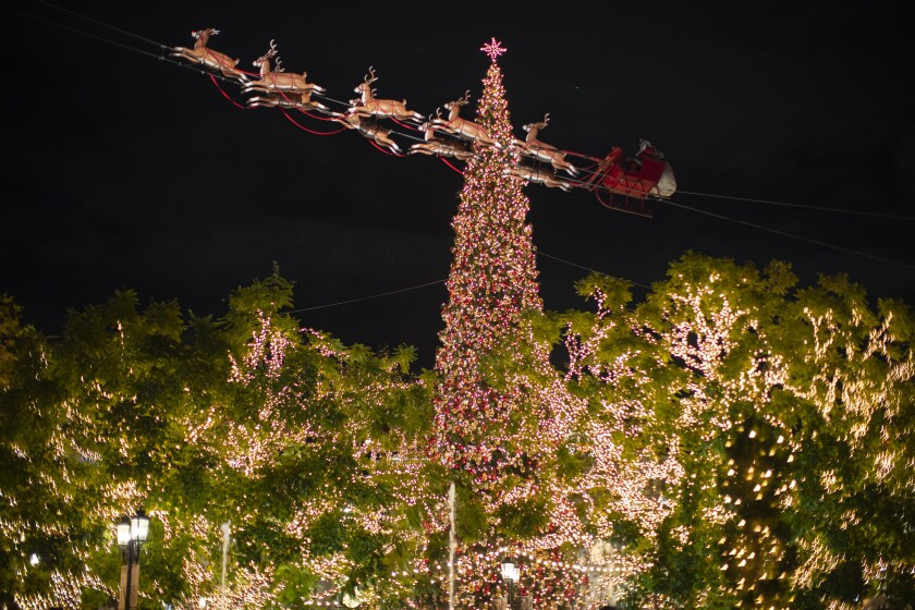 474582_HM_1206_LA_tallest_holiday_trees_the_grove_14_GMF.jpg