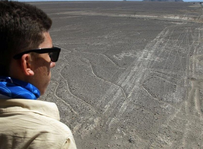 A traveler observes a geoglyph at Nazca Lines site in Peru. EFE