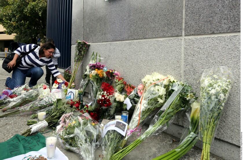 """En la Embajada de Francia en México fueron colocados mensajes como """"Todos somos Francia"""","""