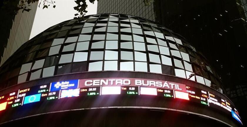 Vista de un tablero de la Bolsa de Valores de México. EFE/Archivo