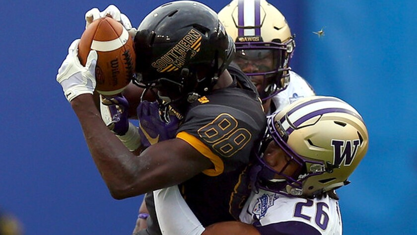 Southern Mississippi receiver Michael Thomas (88) makes a catch against Washington in the Heart of Dallas Bowl on Dec. 26, 2015.