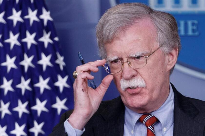 El consejero de seguridad nacional John Bolton responde a preguntas en una rueda de prensa en Washington (DC, EE.UU.). EFE/Archivo