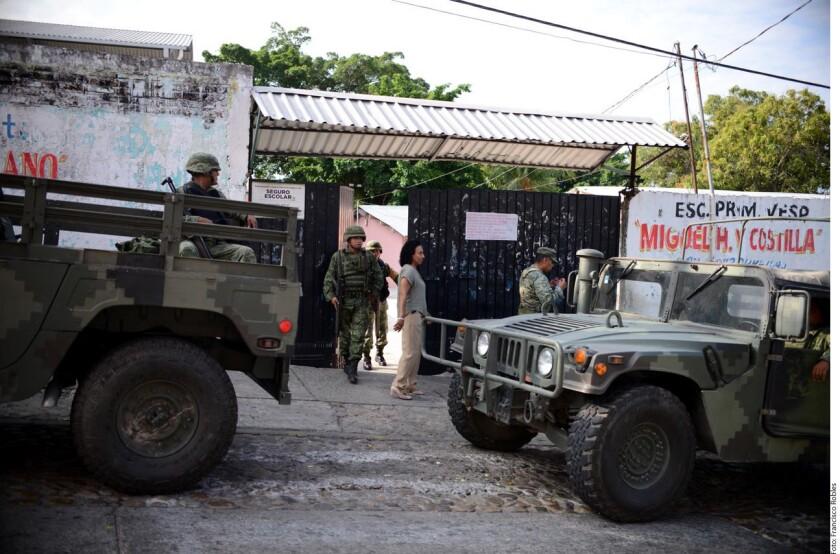 Tras la balacera de anoche entre policías estatales y un grupo de sicarios en el poniente de Acapulco, las clases fueron suspendidas en las escuelas de esa zona.