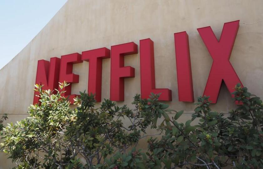 Fotografía que muestra el logotipo de la plataforma líder de televisión por internet a nivel mundial, Netflix, en su sede de Los Gatos, California (Estados Unidos). EFE/John G. Mabanglo/Archivo