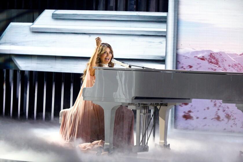 Gloria Trevi en el escenario del Dolby durante los Latin American Music Awards que se llevaron a cabo en Hollywood, California.