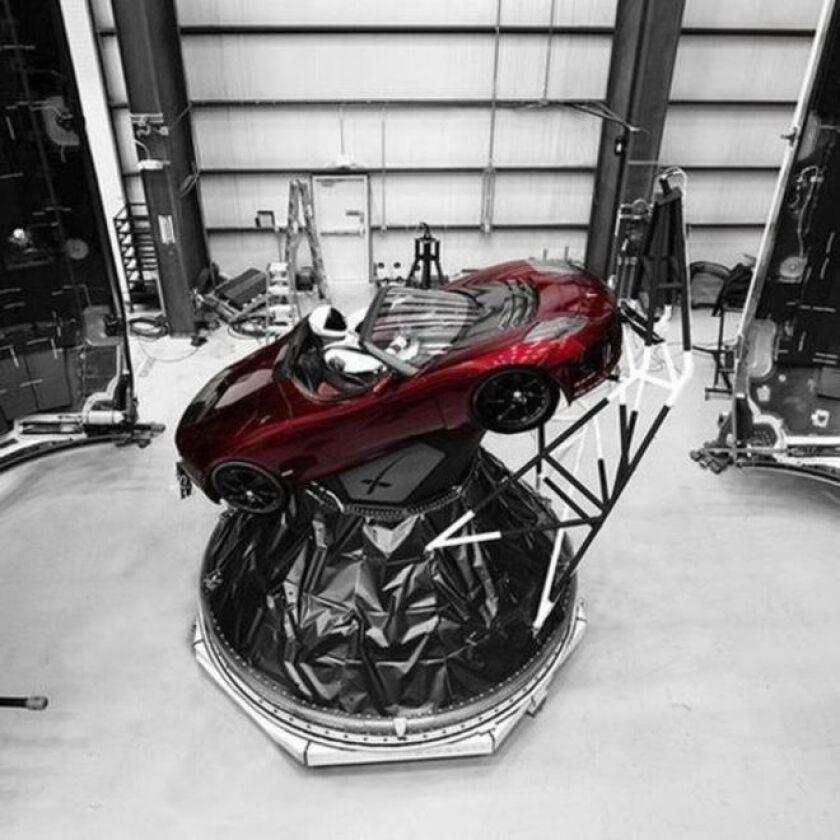 Está previsto que el gigantesco cohete Falcon Heavy, de la empresa privada SpaceX, despegue este martes a las 18:30 GMT desde el Centro Espacial John F. Kennedy de la NASA en Cabo Cañaveral.