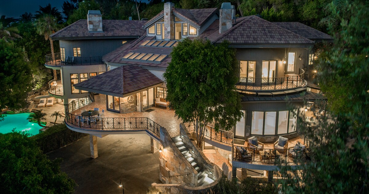 Tom Petty S Former Mansion For Sale For 5 Million In Encino Los Angeles Times