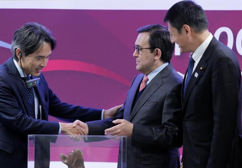 México celebró hoy la llegada de la empresa número mil de capital japonés con un mensaje contra el aislamiento y por la cooperación que se da en un momento en el que las amenazas del presidente electo de EE.UU., Donald Trump, ponen en riesgo la inversión extranjera en el país. EFE