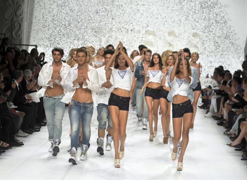 La casa de moda Guess anunció hoy que su cofundador, Paul Marciano, ha renunciado a sus funciones mientras se le investiga por conducta inapropiada, después de que la actriz Kate Upton alegara hace dos semanas que fue acosada sexualmente por él. EFE/Archivo