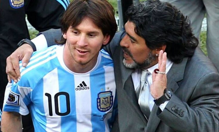 Lionel Messi (i) y Diego Maradona... otros tiempos.