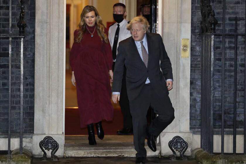 En esta foto del 3 de febrero del 2021, el primer ministro británico Boris Johnson y su esposa Carrie