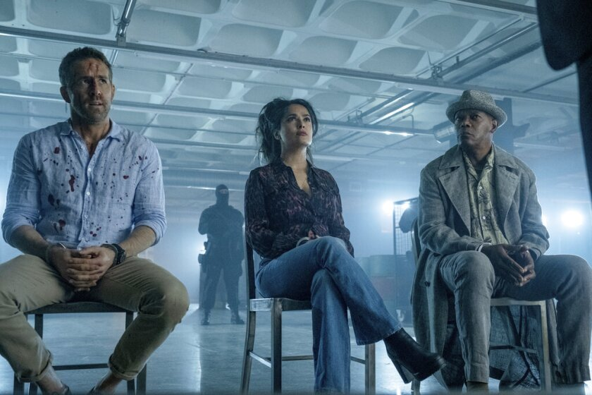 "Ryan Reynolds, Salma Hayek y Samuel L. Jackson durante una escena de ""The Hitman's Wife's Bodyguard""."