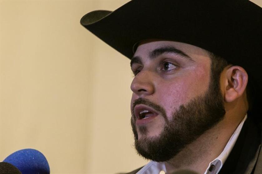 El cantante mexicano Gerardo Ortiz durante una rueda de prensa. EFE/Archivo
