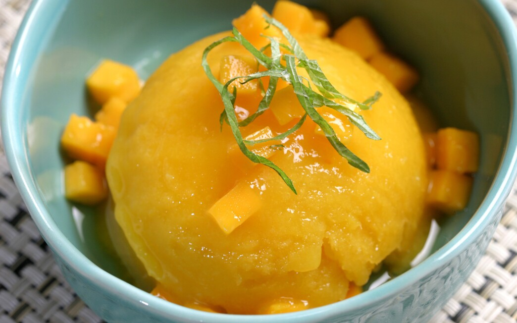 Mango sherbet with Sauternes
