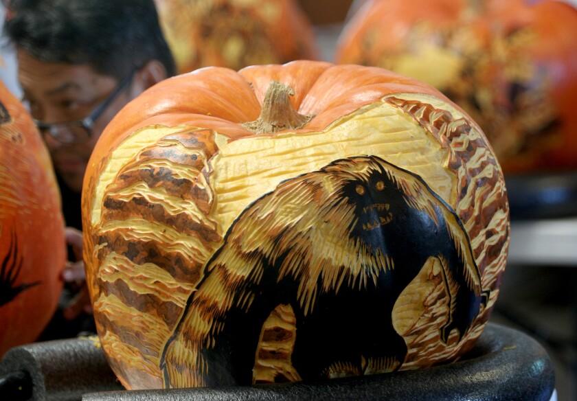 tn-vsl-me-descanso-carved-pumpkins-20191024-10