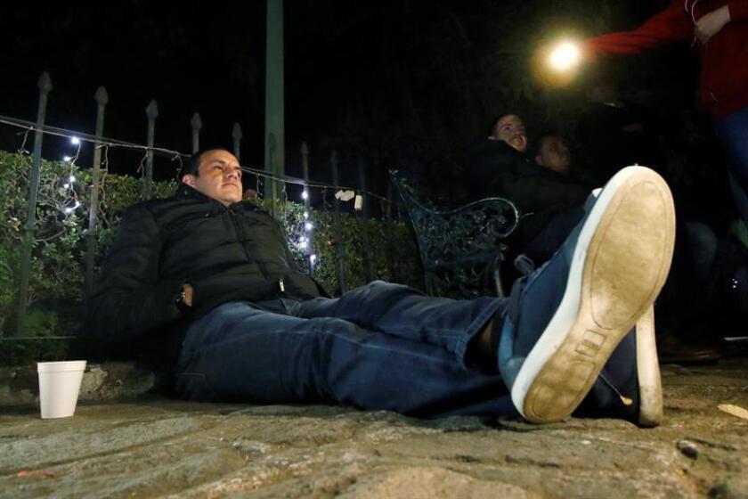 El alcalde de la mexicana ciudad de Cuernavaca Cuauhtémoc Blanco inició una huelga de hambre la madrugada de ayer, sábado 17 de diciembre de 2016, para protestar contra el juicio político aprobado en su contra por el Congreso del estado de Morelos debido a presuntas irregularidades en su registro como candidato en las elecciones de 2015. EFE