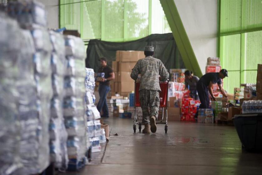 El Ejecutivo puertorriqueño informó el martes en un comunicado de prensa de que la orden ejecutiva incluye el transporte de artículos de primera necesidad, tales como suministros médicos, alimentos y combustible, así como otros bienes o productos. EFE/Archivo
