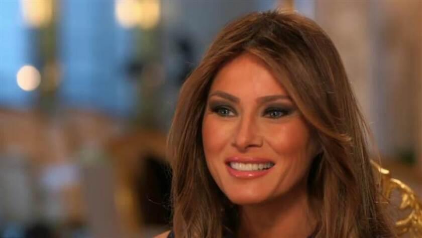 """Melania Trump, de 45 años de edad, comenzó su carrera como modelo y estudió diseño y arquitectura. Cuando conoció a Trump, dijo, se enamoró de su mente y de su energía. """"Yo soy una persona independiente; él también lo es"""", aseguró."""