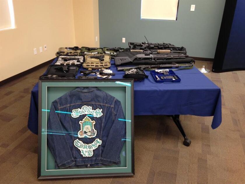 Más de 300 agentes participaron hoy en un operativo policial contra dos pandillas hispanas que se cerró con 52 personas detenidas y más de 1 de dólares en droga decomisada, informó la Fiscalía de California.