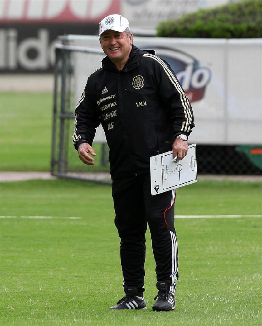El entrenador de los Gallos de Querétaro del fútbol mexicano, Víctor Manuel Vucetich, aseguró hoy estar seguro de que su equipo revertirá pronto su mal arranque en el torneo Clausura 2017 en el que suma dos empates y una derrota. EFE/Archivo
