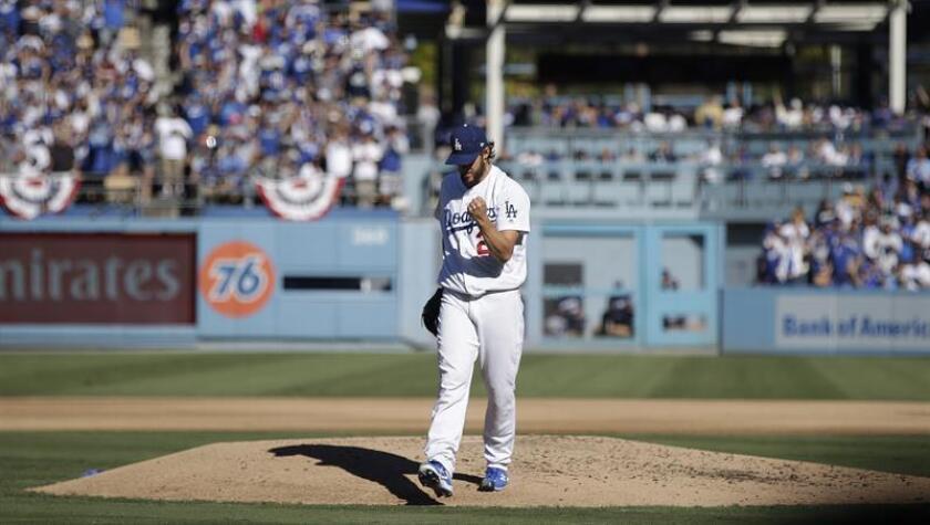 En la imagen, el lanzador titular de los Dodgers, Clayton Kershaw. EFE/Archivo