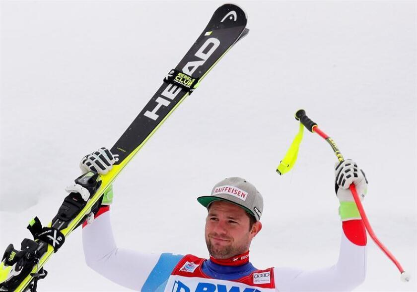 En la imagen, el suizo Beat Feuz, vigente campeón mundial de la especialidad, logró este viernes la victoria en el segundo descenso de la temporada de la Copa del Mundo de esquí alpino, que se disputó en la estación invernal de Beaver Creek (Estados Unidos). EFE