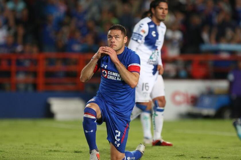 El jugador Pablo Aguilar de Cruz Azul celebra la anotación de un gol. EFE/Archivo