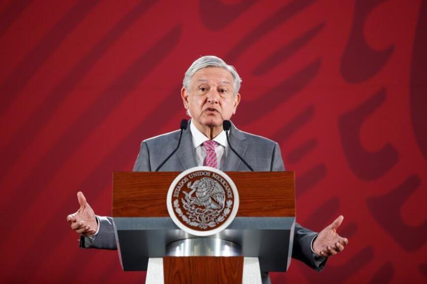 El presidente de México, Andrés Manuel López Obrador, habla durante su rueda de prensa matutina en Palacio Nacional, en Ciudad de México (México). EFE/ José Méndez
