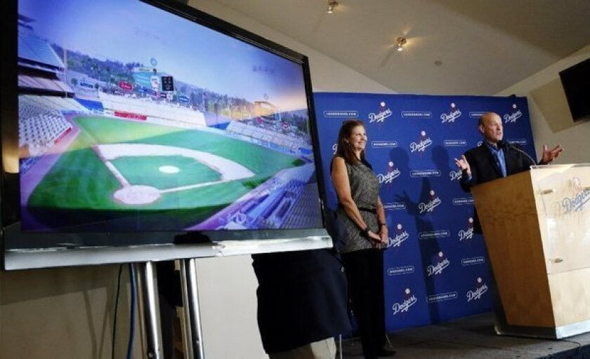 Dodgers leaning toward TV deal with Time Warner Cable