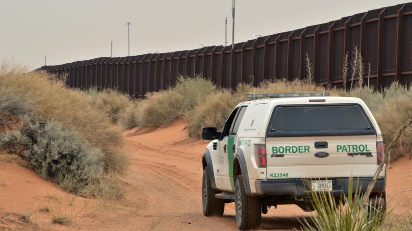 Los agentes recorrieron las zonas peligrosas semidesérticas del Valle Sur de Texas y en un sitio enmontado localizaron a los 19 migrantes, deshidratados y con los pies ampollados por el calor extremo de la zona.