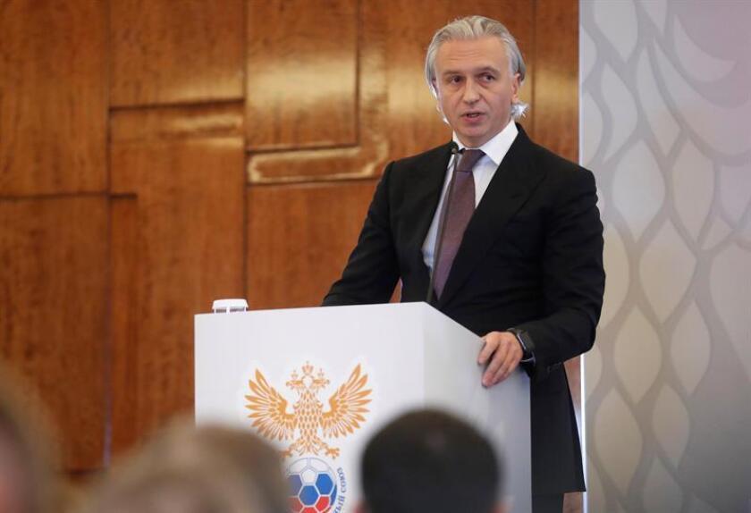 El presidente del Zenit de San Petersburgo y consejero delegado de Gazprom Neft, Alexander Dyukov, ofrece una rueda de prensa en la sede de la Unión del Fútbol de Rusia (RFS), este viernes, en Moscú, Rusia. EFE