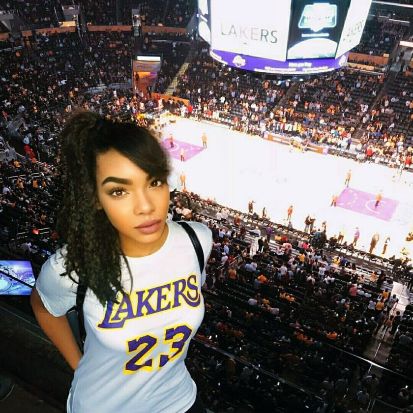 Lakers podcast host Vivian Flores poses at Staples Center in what many claim to be a photoshopped image.