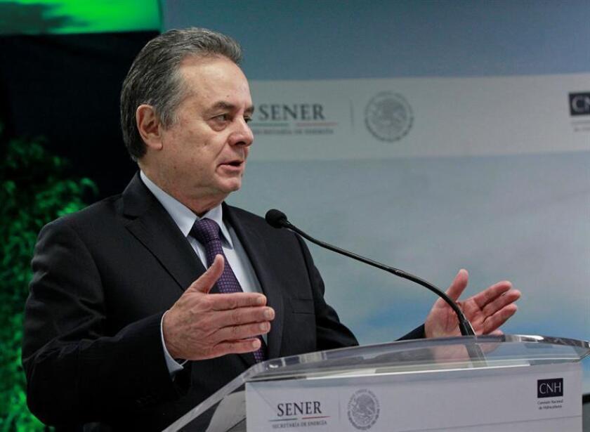 El secretario mexicano de Energía, Pedro Joaquín Coldwell, habla a los medios. EFE/Archivo