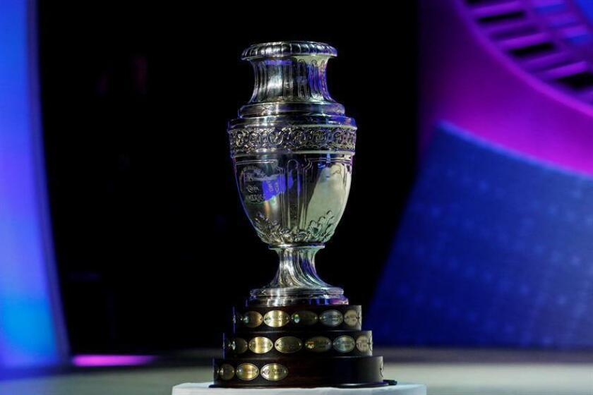 Fotografía del trofeo de la Copa América. EFE/Archivo