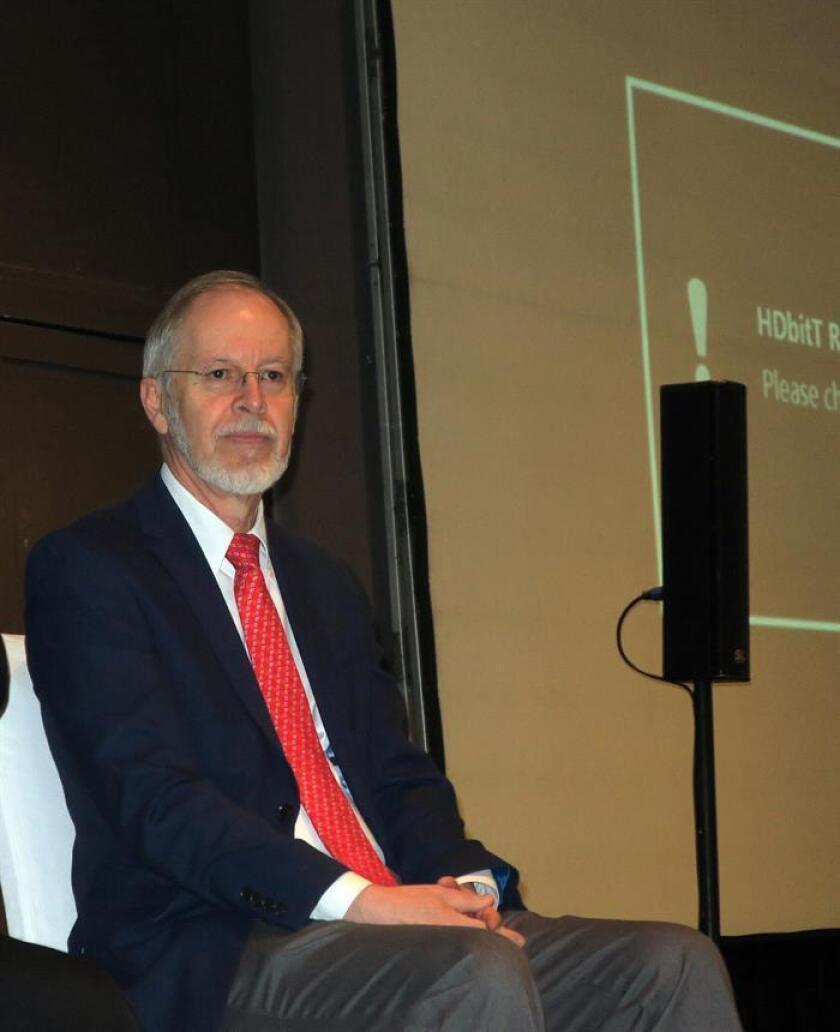El profesor de la Escuela de Medicina Dental de la Universidad Estatal de Nueva York, Michael Glick, participa en una rueda de prensa este viernes en Ciudad de México (México). EFE