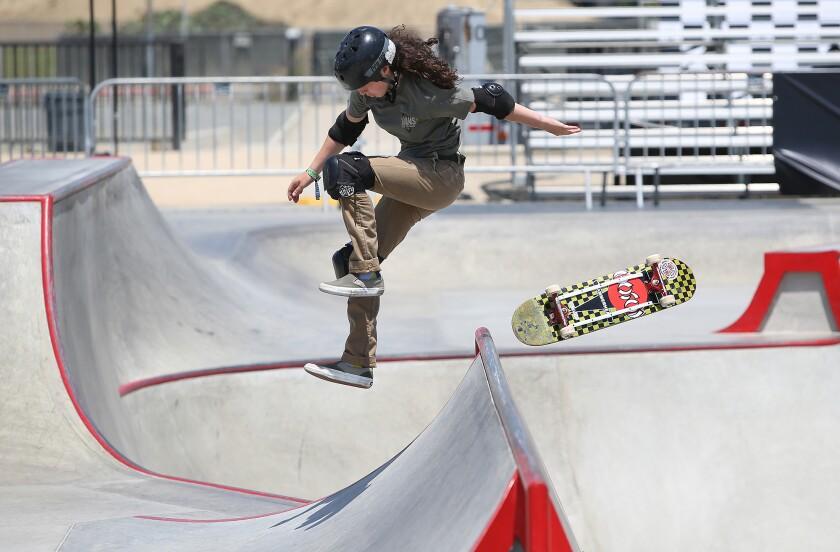 tn-dpt-me-vans-womens-skateboarding-3.JPG