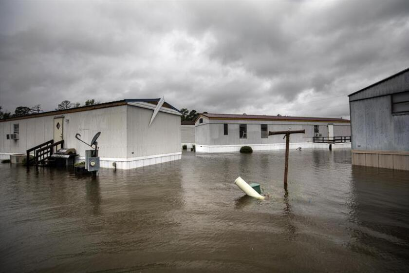Floodwaters from Hurricane Florence rise around homes in the Magnolia Mobile Home Park north of Lumberton, North Carolina USA. EFE/EPA