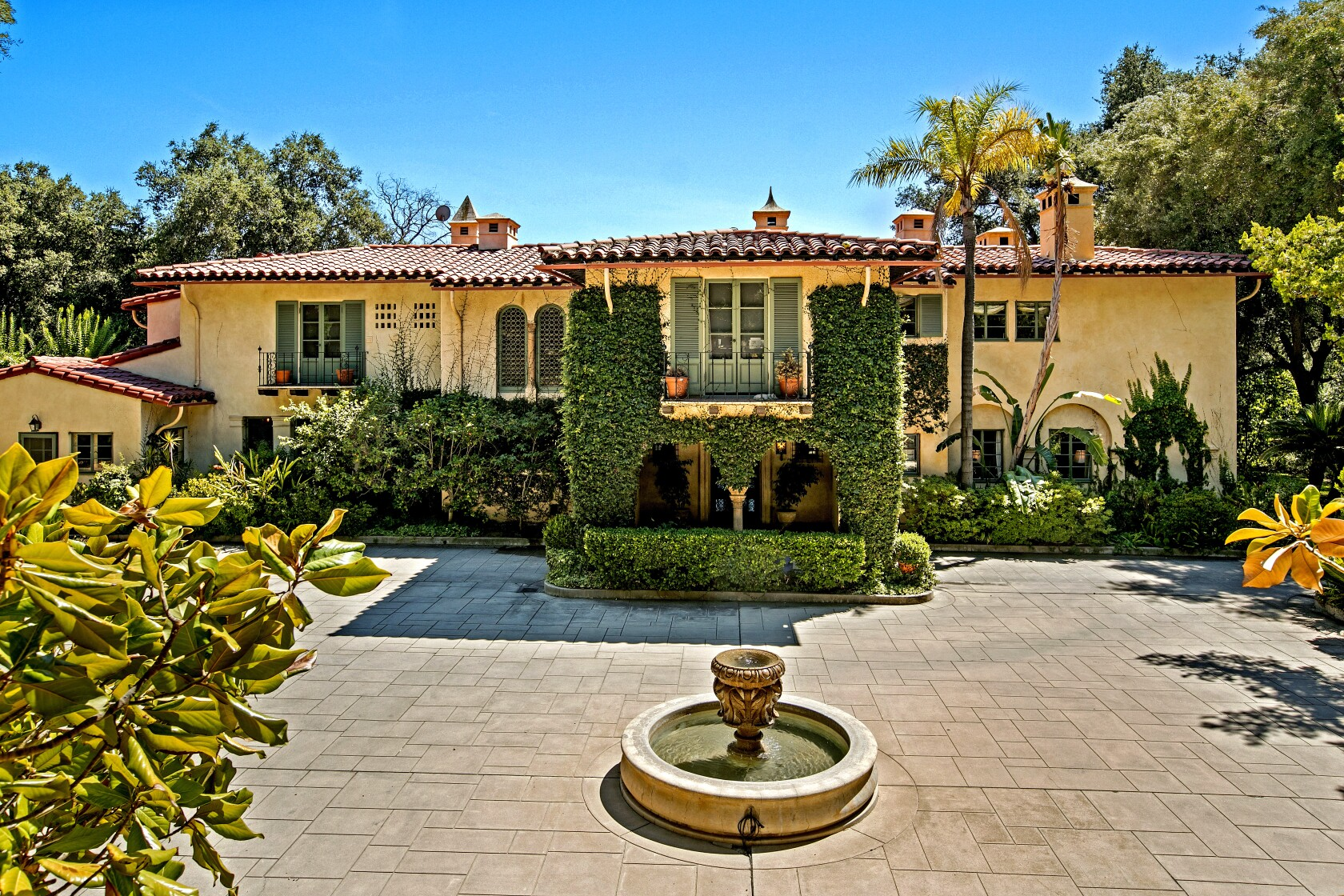 A Pasadena Spanish Colonial suits the lifestyle of the rich in 1928 and today | Vintage SoCal